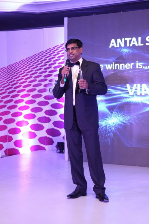 Vinu Nair winning the Antal Spirit of the Year Award at the Antal Global Conf in 2014